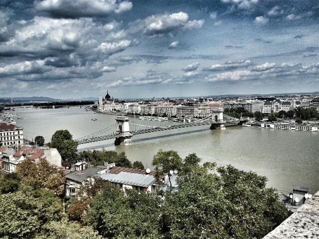 Detente, no camines más, solo observa y déjate inspirar. #travel  #landscape  #budapest